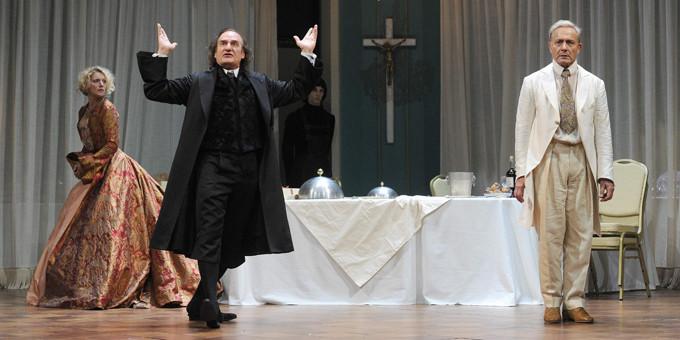 """PARIS : Filage de la piece """"Tartuffe"""" au theatre la Comedie Francaise Richelieu."""